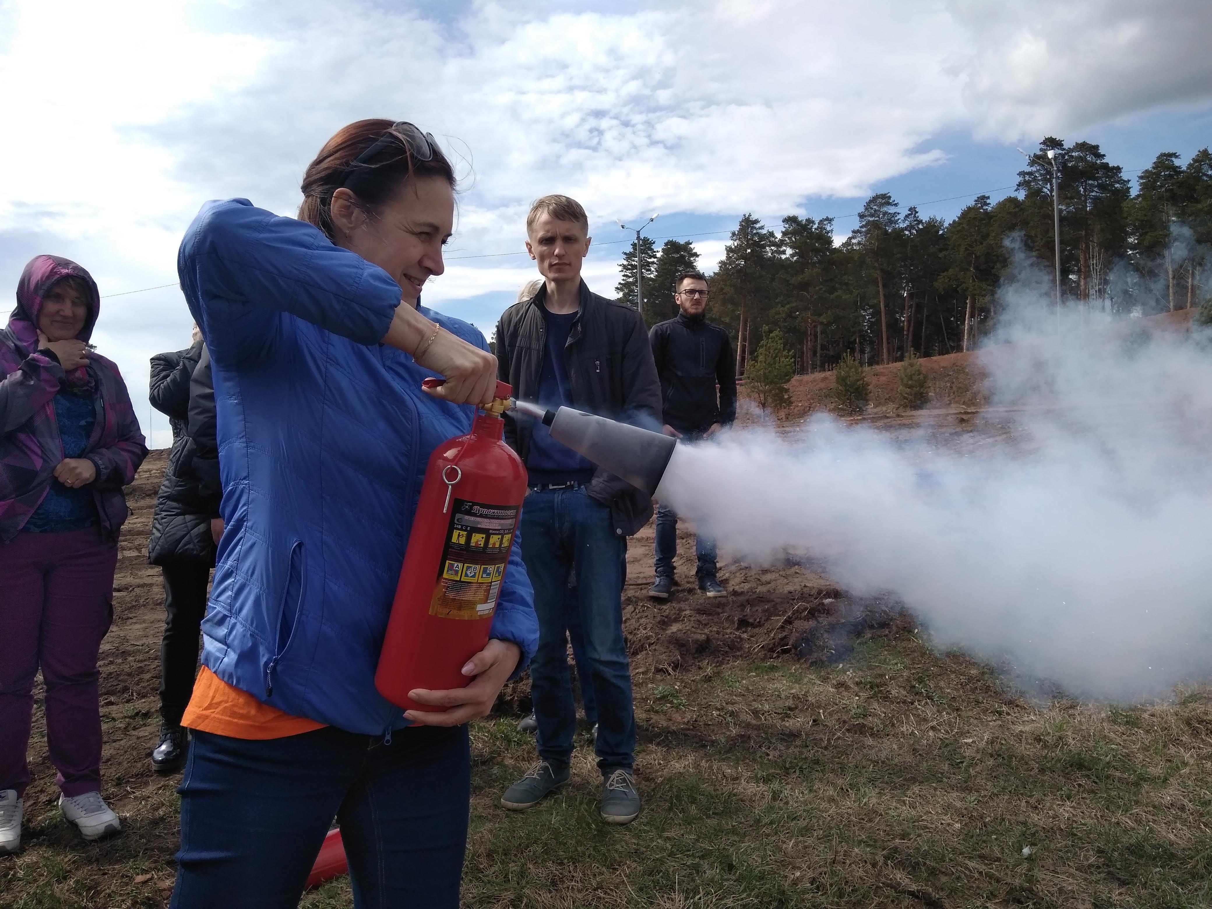 Испытания офисных огнетушителей на свежем воздухе прошли без потерь