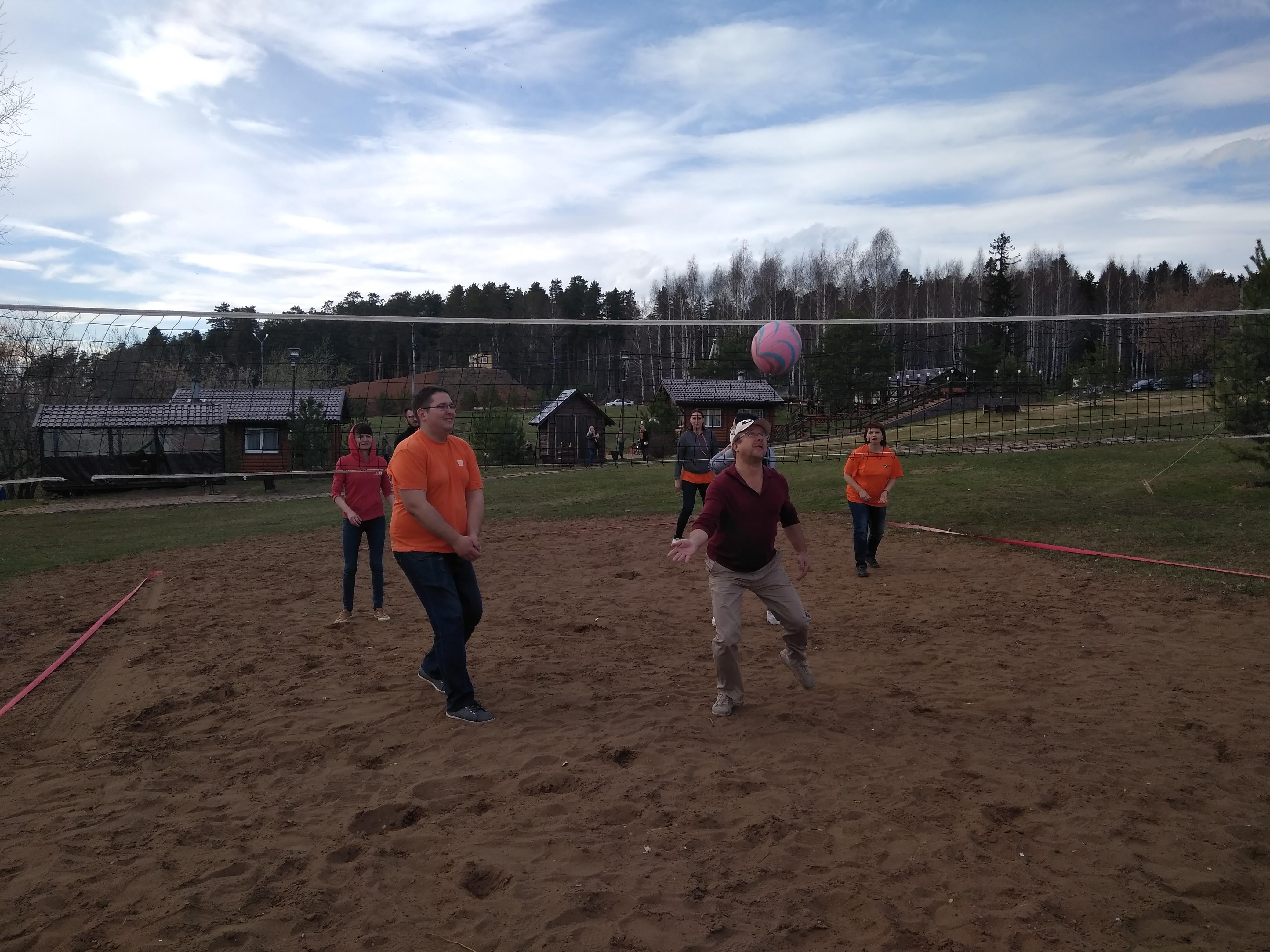 Первый в этом году пляжный волейбол