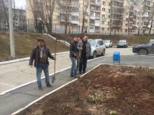 Облагораживаем клумбу во дворе